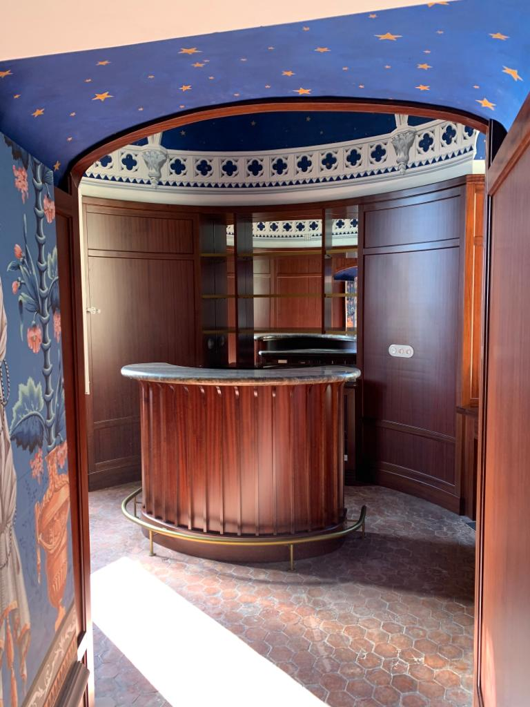 angolo bar con boiserie ESCAPE='HTML'
