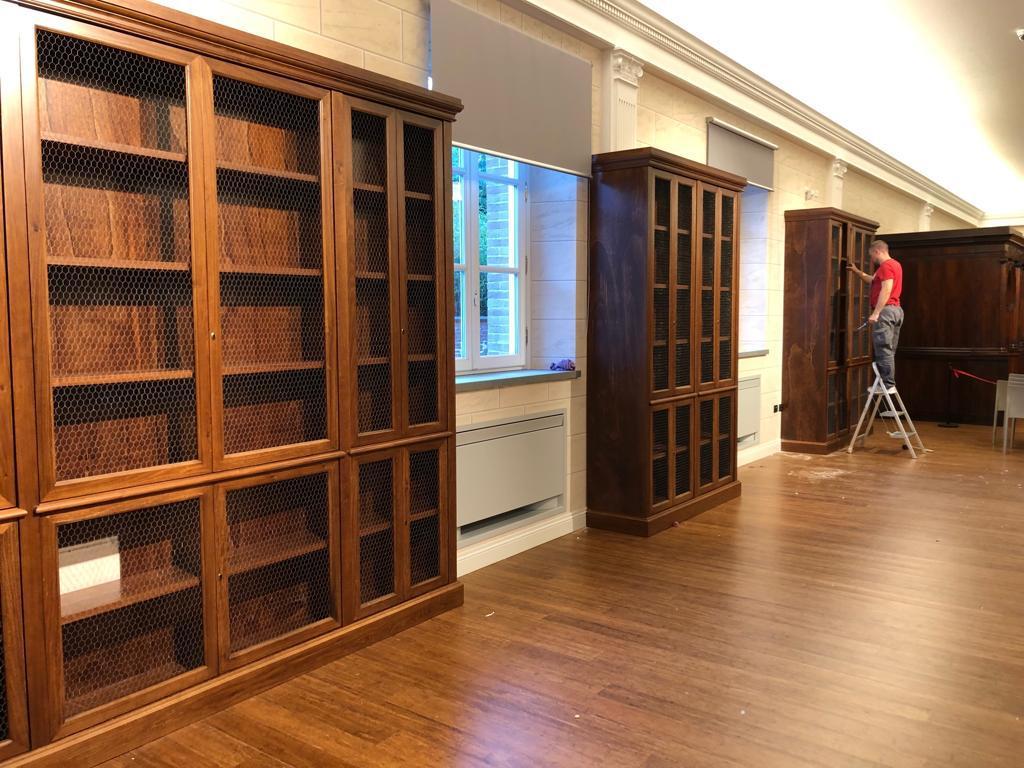 arredo in legno per biblioteca