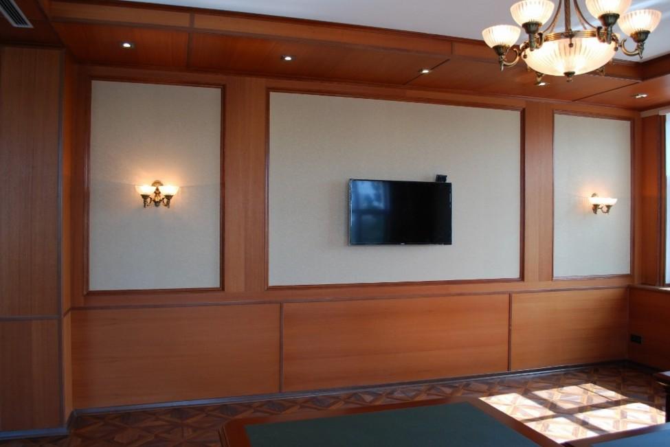 parete boiserie moderna in legno milano
