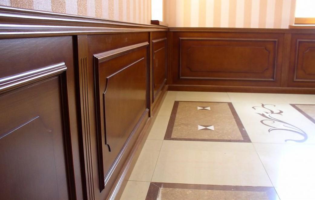 boiserie in legno classiche corridoio