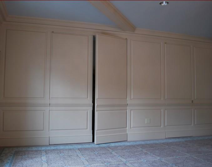 parete boiserie classica bianca