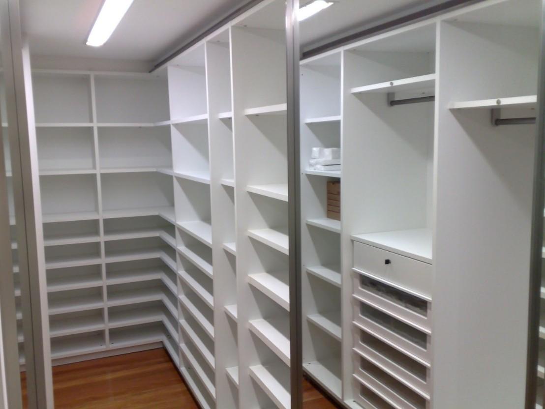 cabine armadio con ripiani