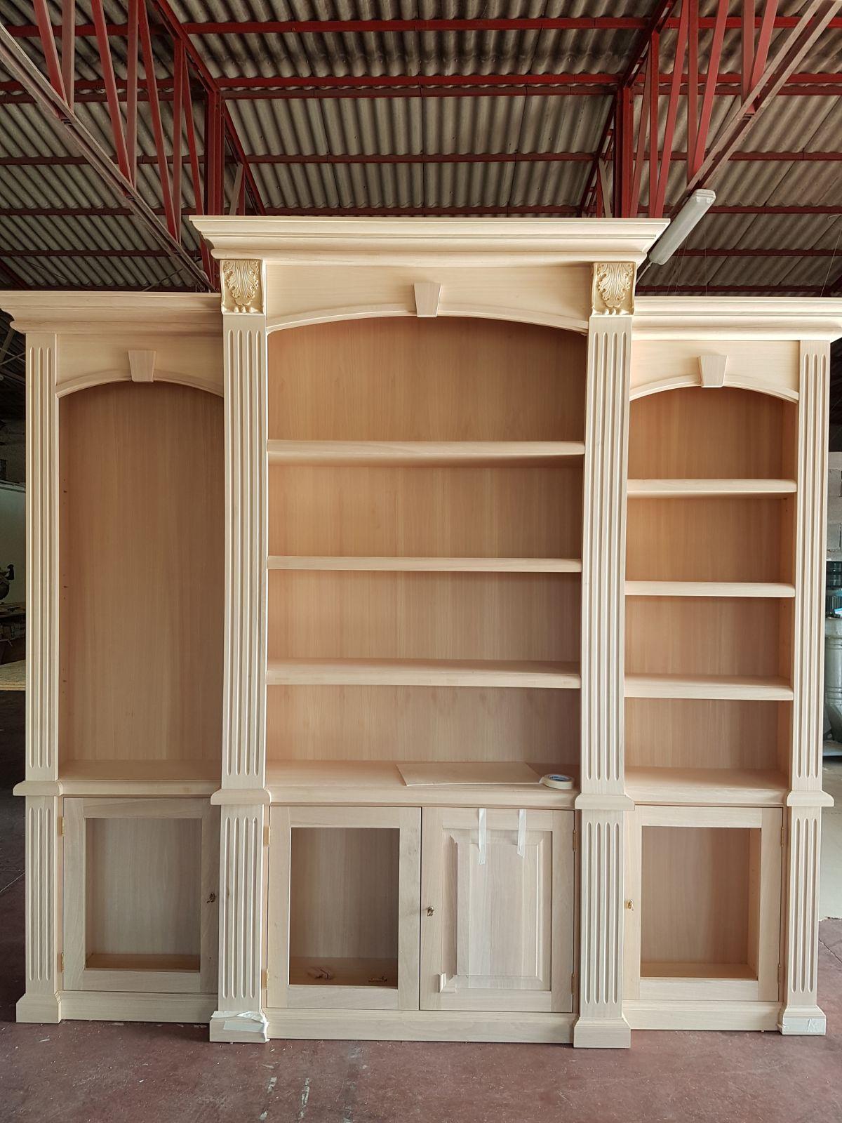 parete libreria in legno