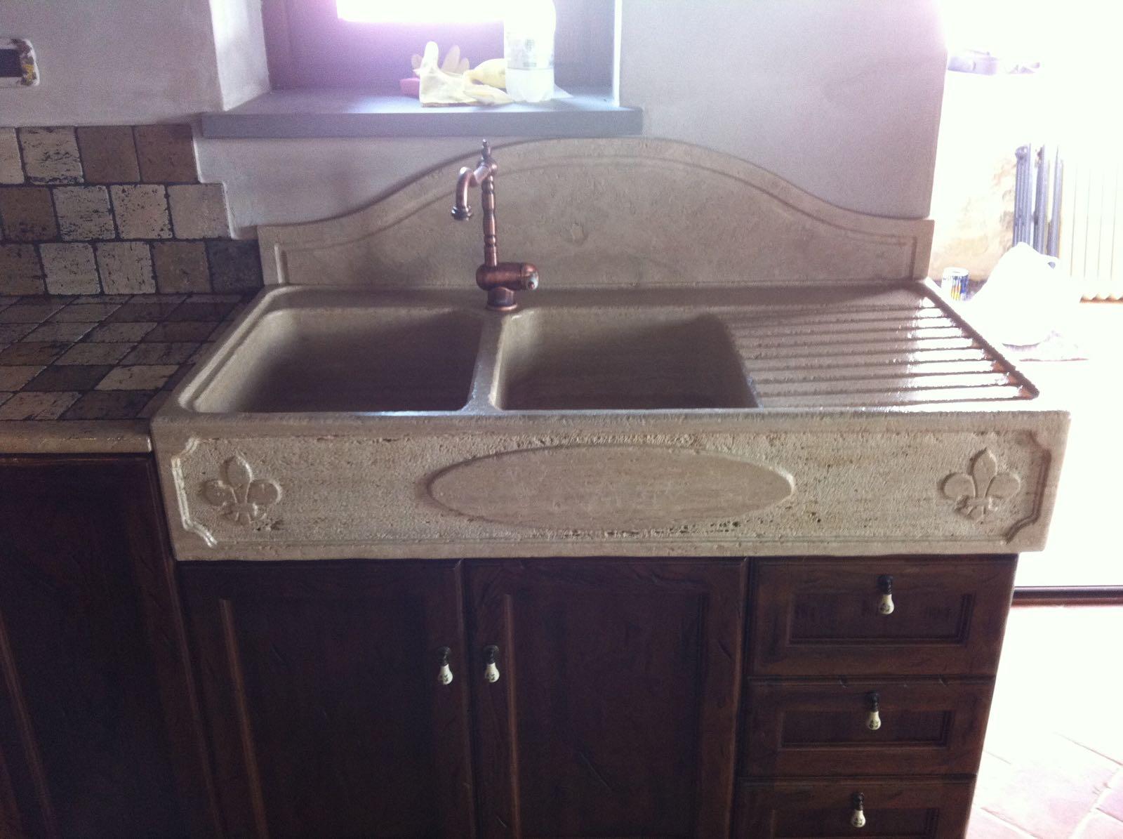 cucina con lavello pietra ESCAPE='HTML'