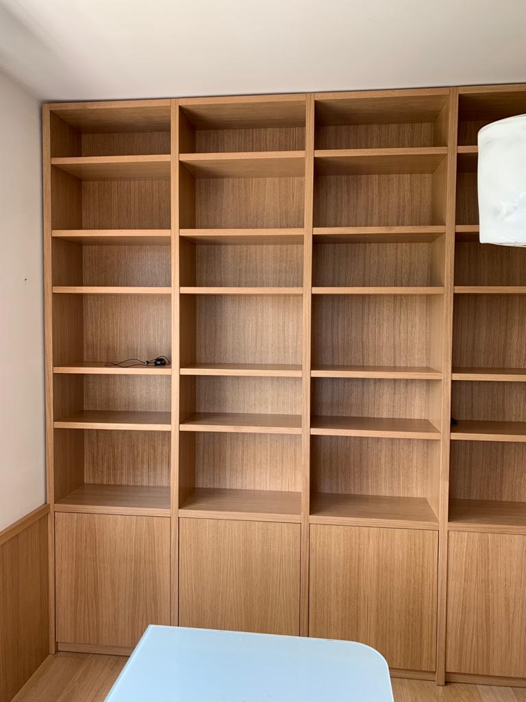 libreria a parete su misura in rovere ESCAPE='HTML'