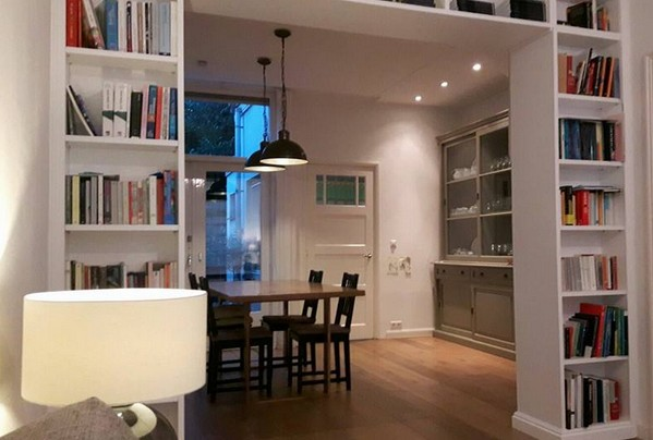 Librerie su misura in legno - Libreria divisoria con porta ...