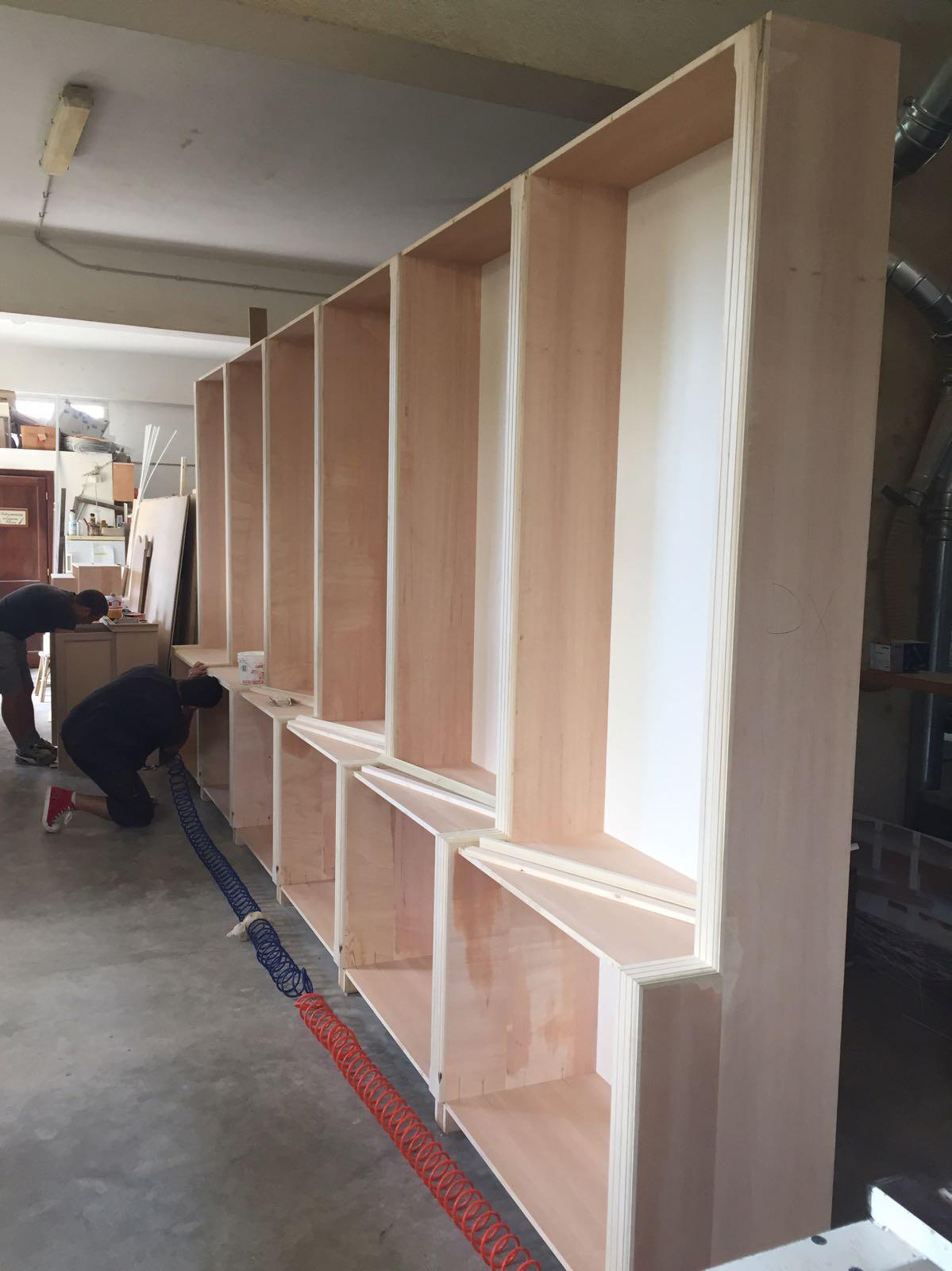 produzione librerie in legno laccato