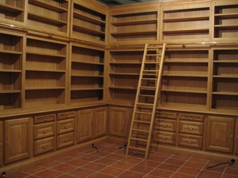 Biblioteca su misura in legno