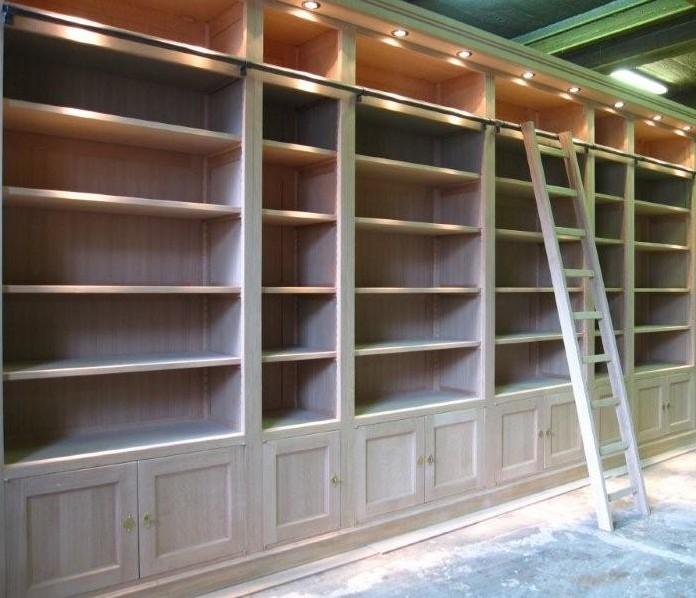 Produzione biblioteche in legno per enti
