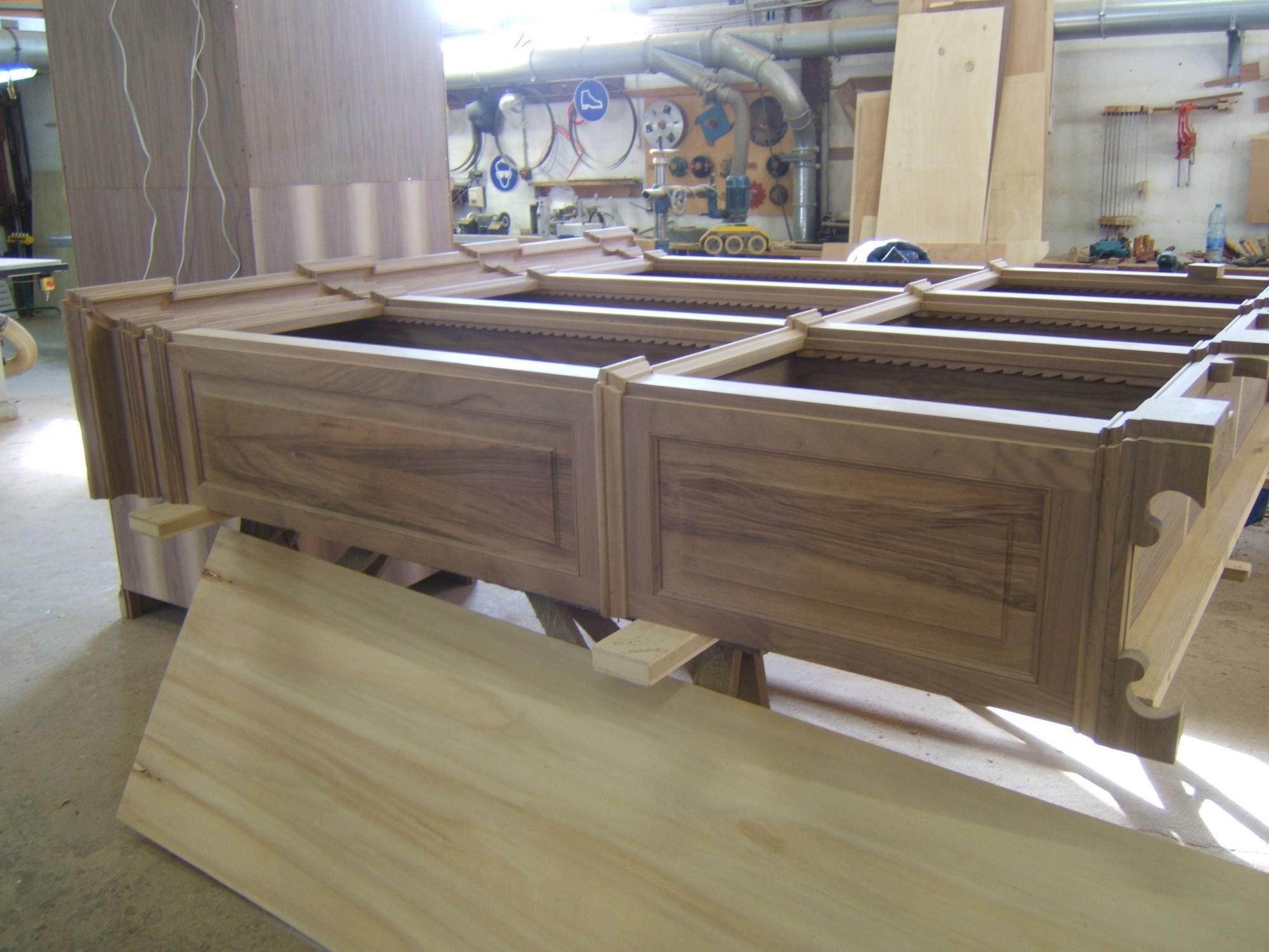 librerie su misura in legno noce