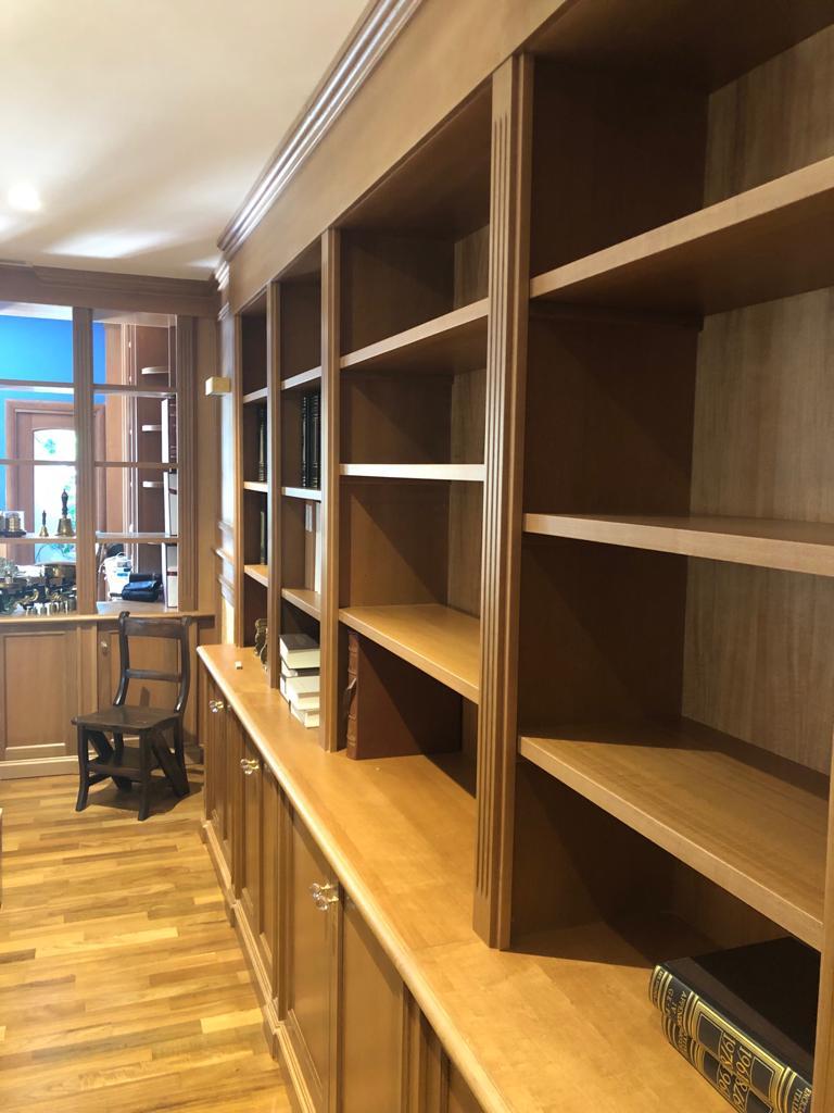 libreria artigianale in legno