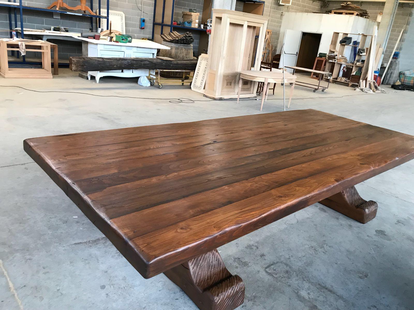 Tavolo in legno vecchio ESCAPE='HTML'